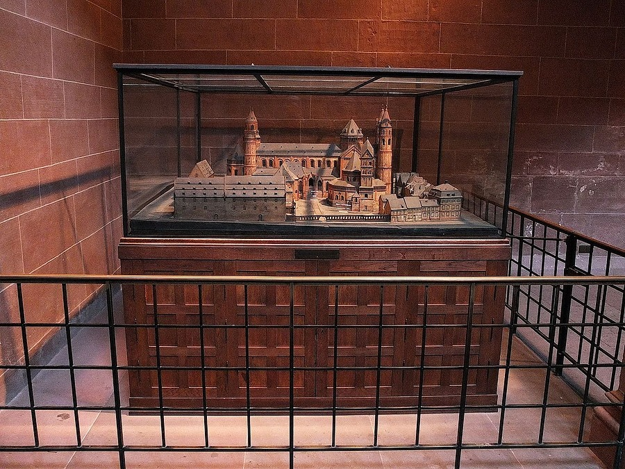 Architecture model of the Worms cathedral | ZEISS CY VARIO-SONNAR 28-85MM F3.3-4 <br> Click image for more details, Click <b>X</b> on top right of image to close
