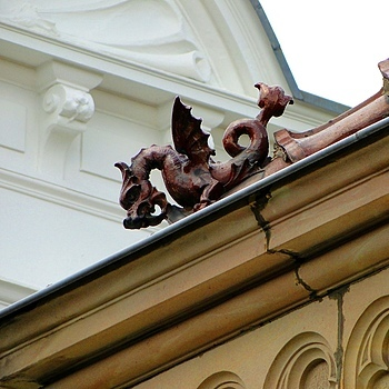 Dragon on the roof | LENS MODEL NOT SET <br> Click image for more details, Click <b>X</b> on top right of image to close