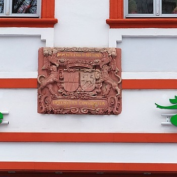 House owners family crest, anno 1670 | ZEISS CY VARIO-SONNAR 28-85MM F3.3-4 <br> Click image for more details, Click <b>X</b> on top right of image to close