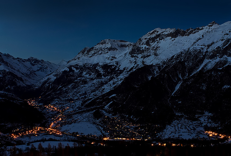 Night Lights in the Valley | LENS MODEL NOT SET <br> Click image for more details, Click <b>X</b> on top right of image to close
