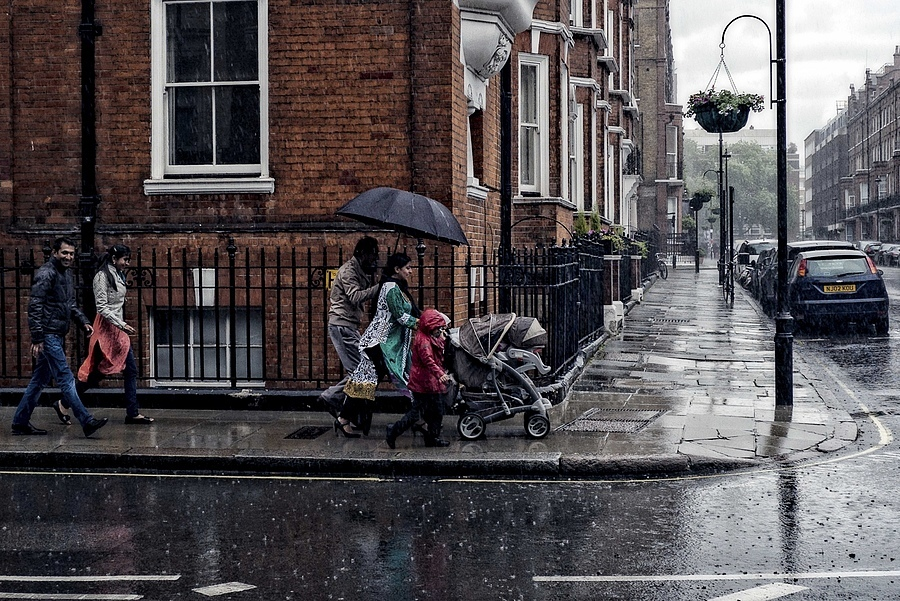 Marylebone Rainy Crosswalk | ZEISS ZM BIOGON F2.8 21MM <br> Click image for more details, Click <b>X</b> on top right of image to close
