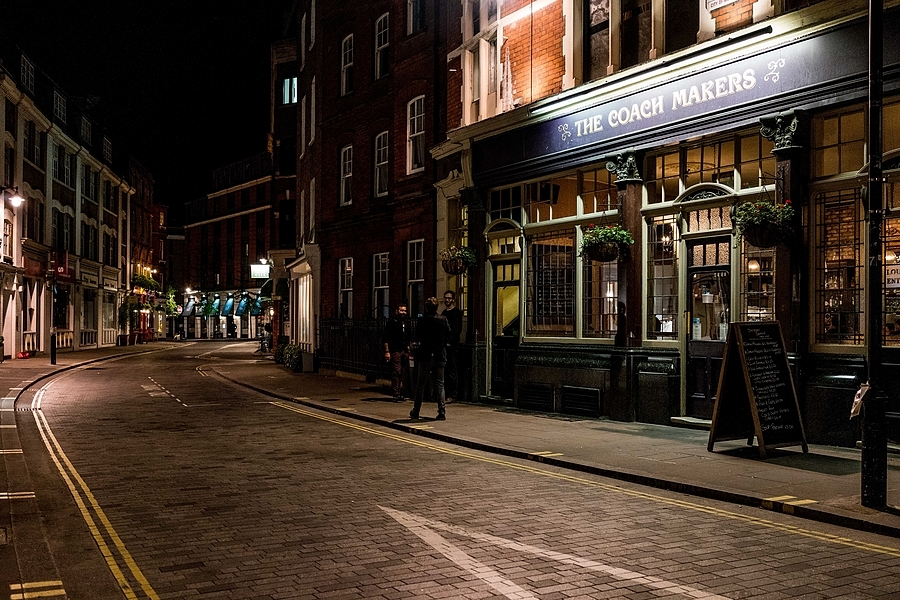 Coach Makers Pub at Night | ZEISS ZEISS SONNAR 35MM F2 <br> Click image for more details, Click <b>X</b> on top right of image to close