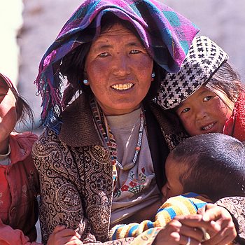 Mother and child,Tibet | ZEISS CY VARIO-SONNAR 35-135MM F3.3-4.5