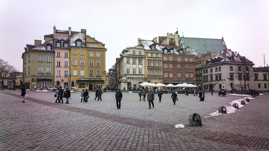 Warsaw's Castle Square in Three (#2) | ZEISS G HOLOGON 16MM F8 <br> Click image for more details, Click <b>X</b> on top right of image to close