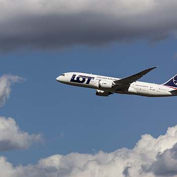 Polish Airline's DreamLiner | ZEISS CFI SONNAR F4 180MM <br> Click image for more details, Click <b>X</b> on top right of image to close