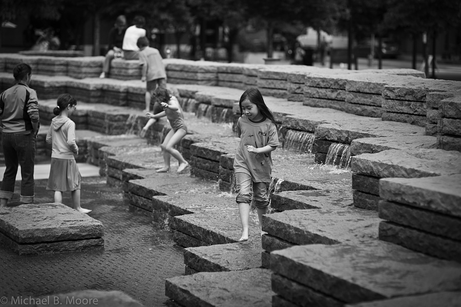 Children in Fountain | ZEISS PLANAR F1.4 85MM <br> Click image for more details, Click <b>X</b> on top right of image to close