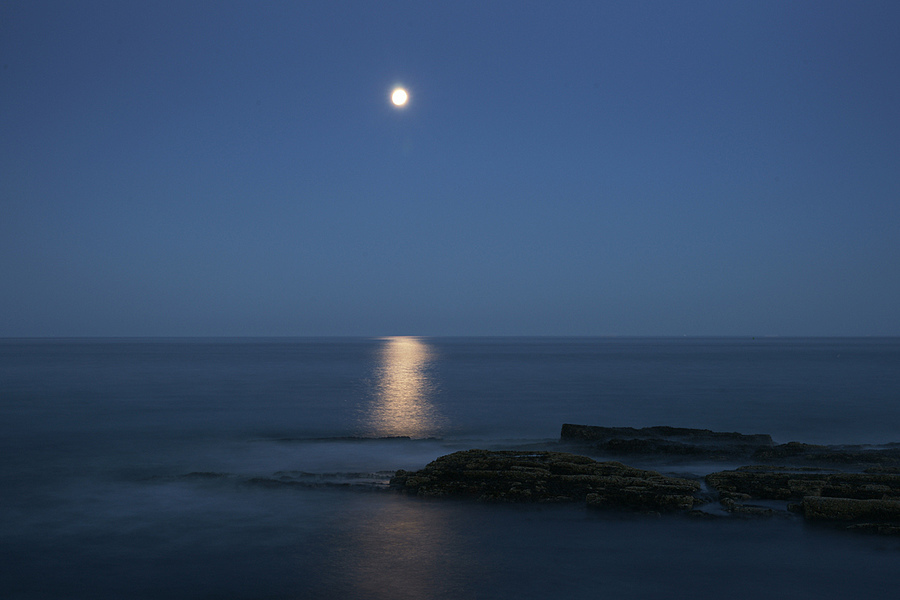 Moonrise | LENS MODEL NOT SET <br> Click image for more details, Click <b>X</b> on top right of image to close