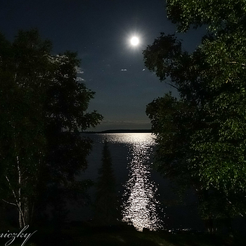 Moon over the lake | LENS MODEL NOT SET