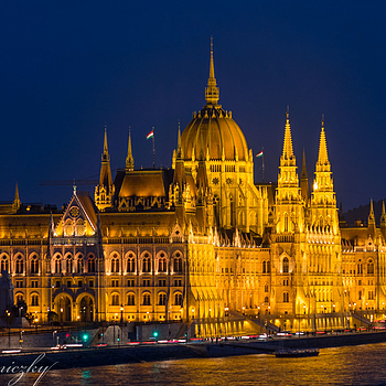 The Parliament in Budapest | LENS MODEL NOT SET