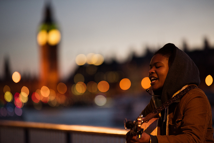 singer on london south bank | ZEISS APO SONNAR F2 135MM <br> Click image for more details, Click <b>X</b> on top right of image to close