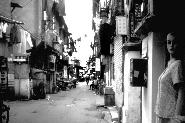 shanghai side street | ZEISS ZEISSTESSAR 3.5/35 <br> Click image for more details, Click <b>X</b> on top right of image to close