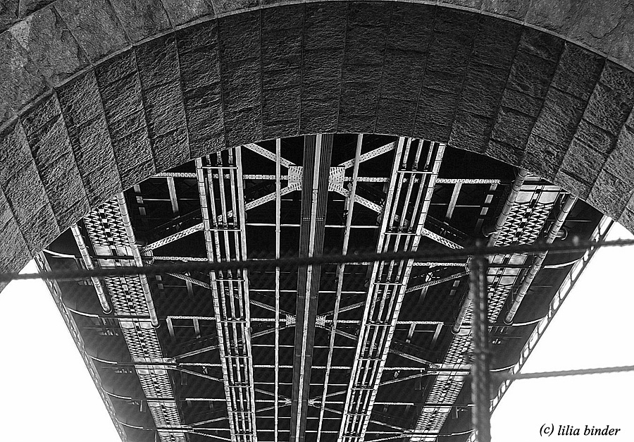 beneath the Queensboro Bridge | LENS MODEL NOT SET <br> Click image for more details, Click <b>X</b> on top right of image to close