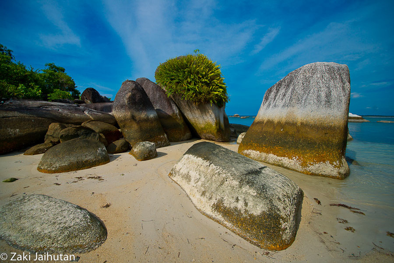 Belitung Rocks-Formation | ZEISS ZA VARIO-SONNAR F2.8 16–35MM <br> Click image for more details, Click <b>X</b> on top right of image to close