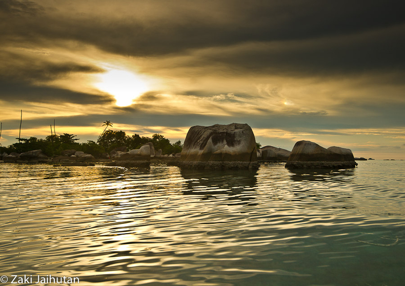 Belitung Rocks-Sunset 1 | ZEISS ZA VARIO-SONNAR F2.8 16–35MM <br> Click image for more details, Click <b>X</b> on top right of image to close