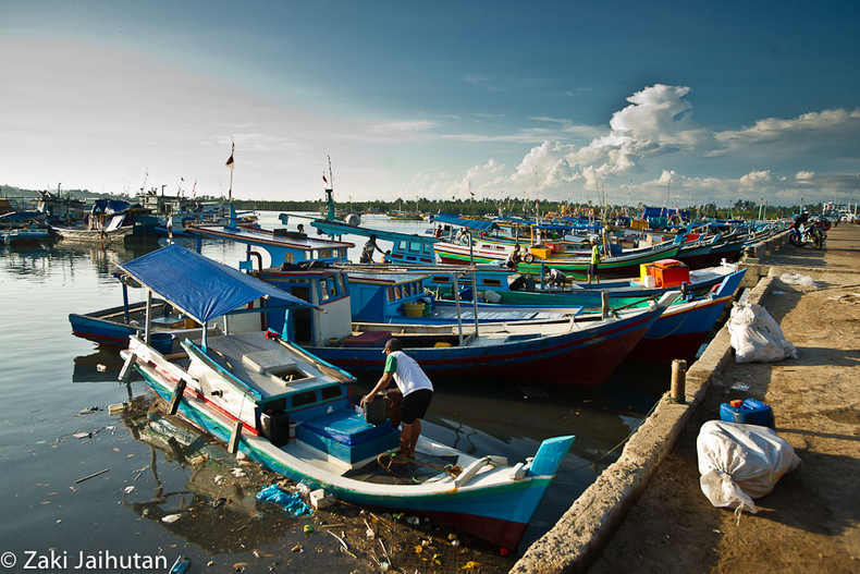 The port | ZEISS ZA VARIO-SONNAR F2.8 16–35MM <br> Click image for more details, Click <b>X</b> on top right of image to close