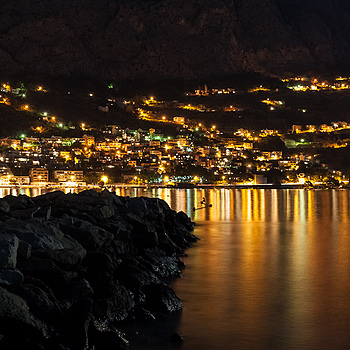 Omis by night