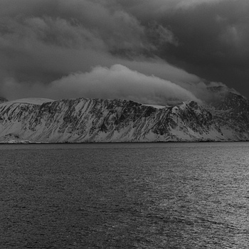 Snow shower on N side of Lofoten | ZEISS MAKRO PLANAR F2.0 100MM