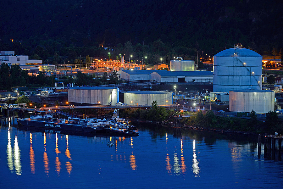 Tug and refinery | ZEISS APO SONNAR F2 135MM <br> Click image for more details, Click <b>X</b> on top right of image to close