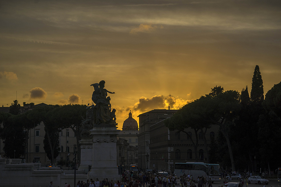 Roman sunset | ZEISS ZM TELE-TESSAR F4 85MM <br> Click image for more details, Click <b>X</b> on top right of image to close