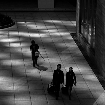 Shiodome tourists | ZEISS PLANAR F1.4 85MM