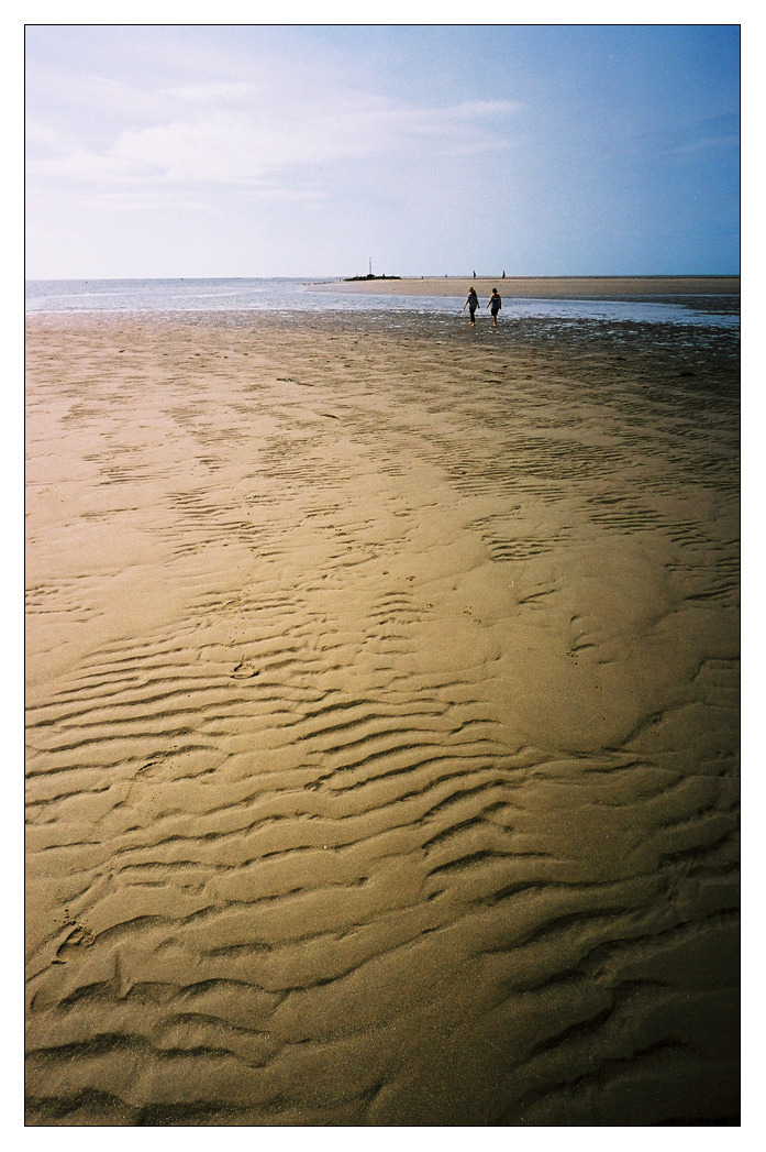 Barmouth Beach | ZEISS G BIOGON 21MM F2.8 <br> Click image for more details, Click <b>X</b> on top right of image to close