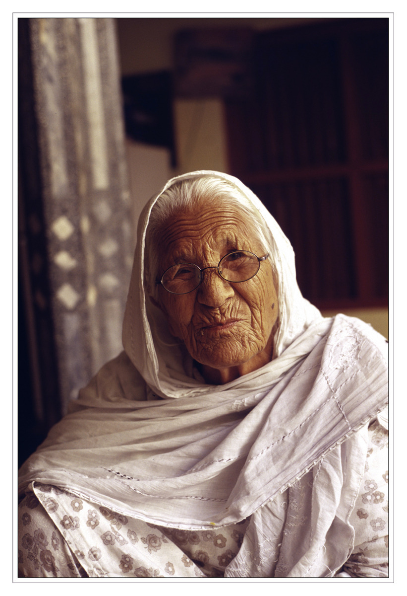 Old Aunt | ZEISS G PLANAR 45MM F2 <br> Click image for more details, Click <b>X</b> on top right of image to close