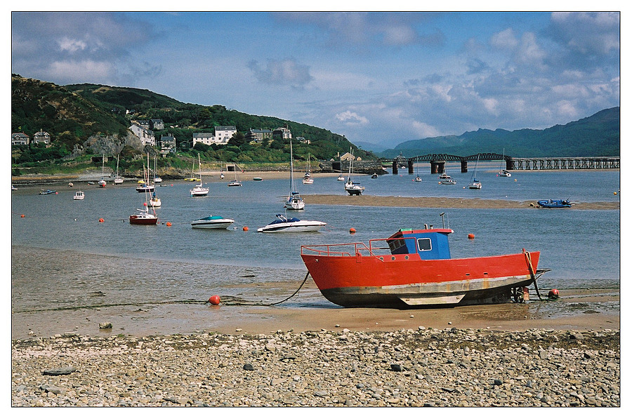 Red boat at Barmouth | ZEISS G PLANAR 45MM F2 <br> Click image for more details, Click <b>X</b> on top right of image to close