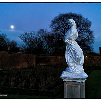 Staues wrapped against the frost, Hampton Court Palace | ZEISS DISTAGON F2.0 35MM <br> Click image for more details, Click <b>X</b> on top right of image to close