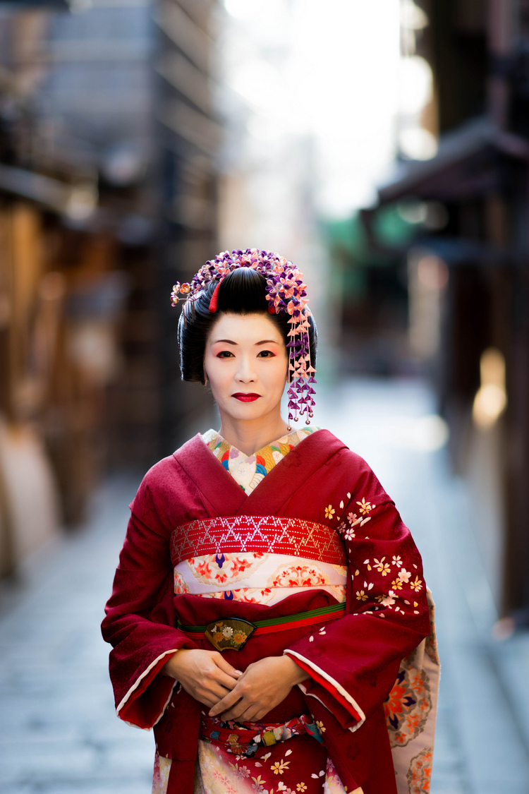 Maiko | ZEISS ZA SONNAR 135MM F1.8 <br> Click image for more details, Click <b>X</b> on top right of image to close