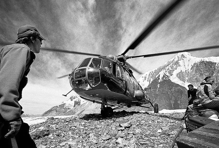 Heli Pick Up, Tien Shan (Kyrgyzstan) | ZEISS G BIOGON 21MM F2.8 <br> Click image for more details, Click <b>X</b> on top right of image to close