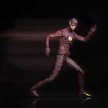 DC Collectibles: The Flash | ZEISS TOUIT F1.8 32MM