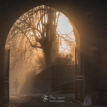 The royal abbey of Hautecombe entry, at dawn in the mist. | ZEISS N VARIO SONNAR 24-85MM F3.5 - F4.5