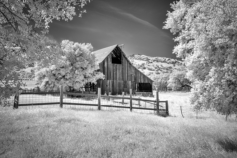 The barn | ZEISS VARIO-TESSAR T* FE 16-35MM F4 ZA OSS <br> Click image for more details, Click <b>X</b> on top right of image to close