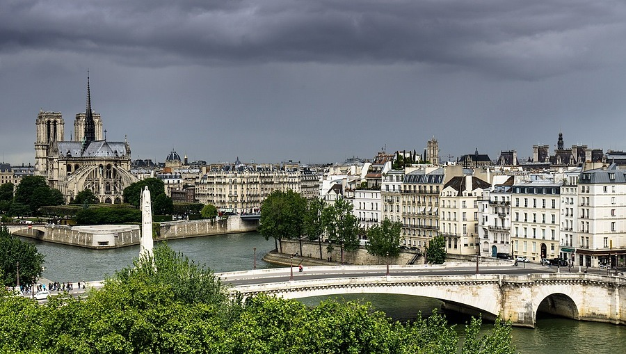 clouds on Paris | ZEISS VARIO-TESSAR 16-70MM F4 ZOOM <br> Click image for more details, Click <b>X</b> on top right of image to close