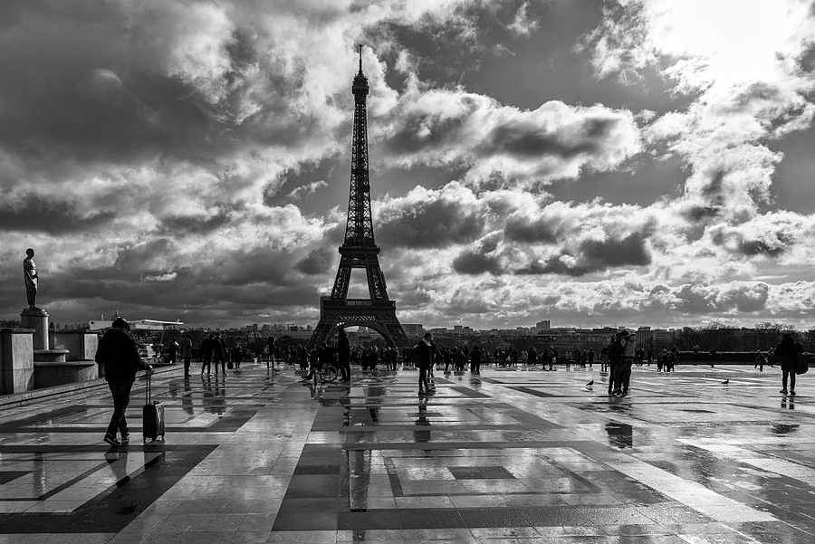 Rainy day in Paris | ZEISS ZA VARIO-SONNAR F2.8 24–70MM <br> Click image for more details, Click <b>X</b> on top right of image to close