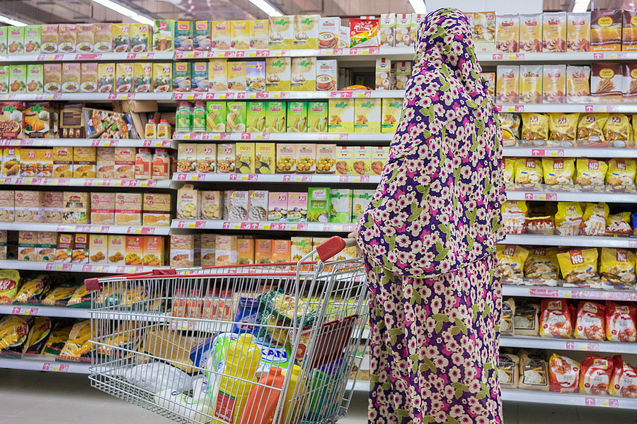 Consumerism in Iran | ZEISS FE 35MM F2.8 ZA <br> Click image for more details, Click <b>X</b> on top right of image to close