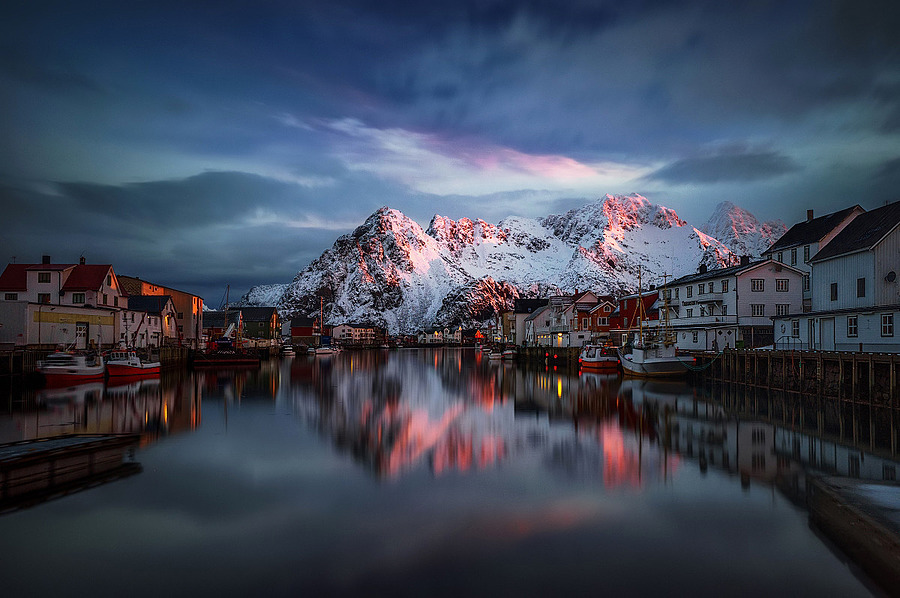 Henningsvær | ZEISS VARIO-TESSAR T* FE 16-35MM F4 ZA OSS <br> Click image for more details, Click <b>X</b> on top right of image to close