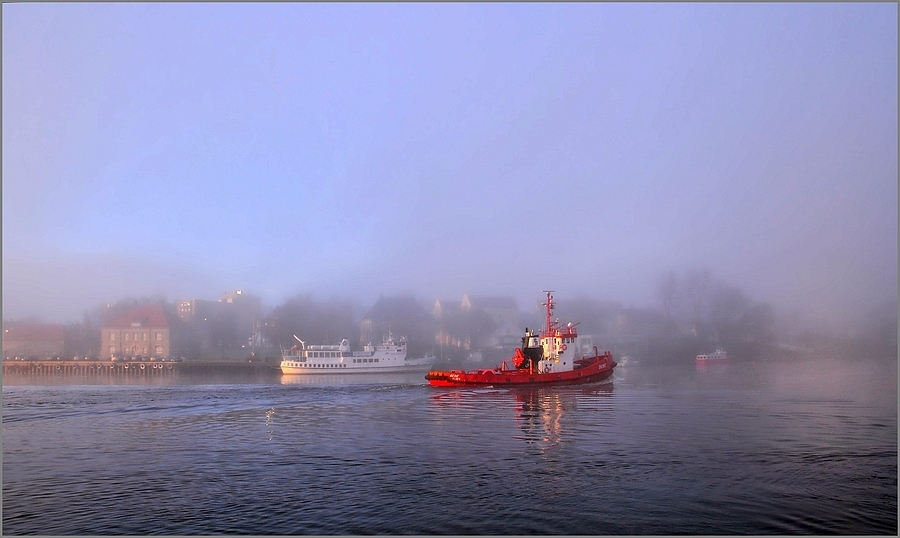 Fog on Red Tugboat | LENS MODEL NOT SET <br> Click image for more details, Click <b>X</b> on top right of image to close