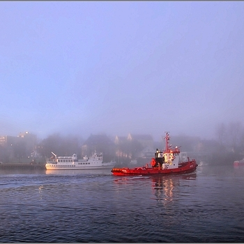 Fog on Red Tugboat | LENS MODEL NOT SET