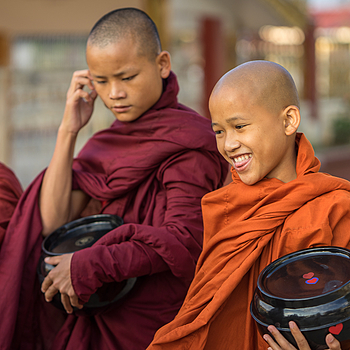 young monks | ZEISS 85MM F1.8 SONNAR