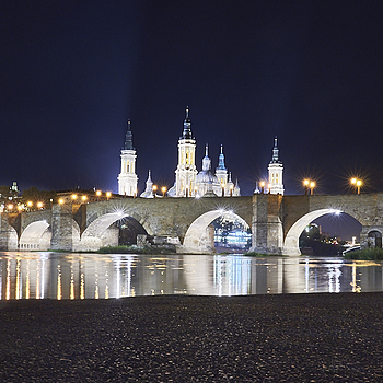 Stone Bridge and Basilica of El Pilar in Zaragoza | LENS MODEL NOT SET