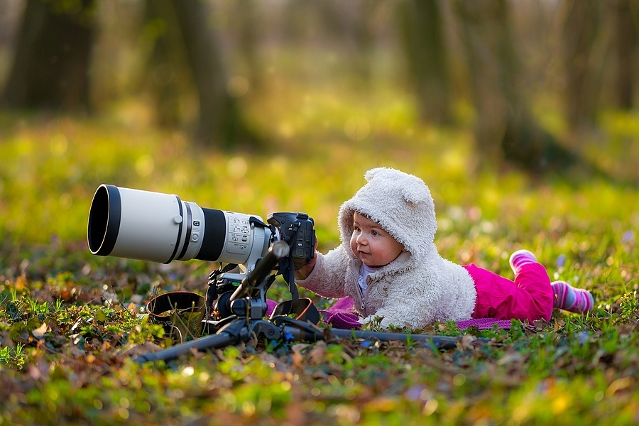 Ruby taking photos | ZEISS ZA SONNAR 135MM F1.8 <br> Click image for more details, Click <b>X</b> on top right of image to close