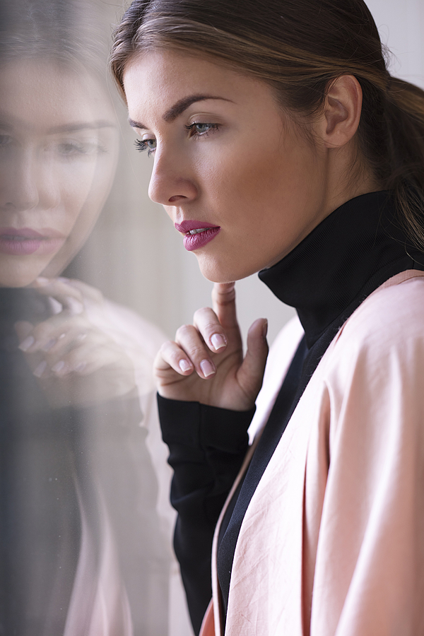 Reflections with a Pink Abaya worn by Ivana Loušová Fairmont Hotel Dubai | ZEISS MILVUS 85MM F1.4 <br> Click image for more details, Click <b>X</b> on top right of image to close