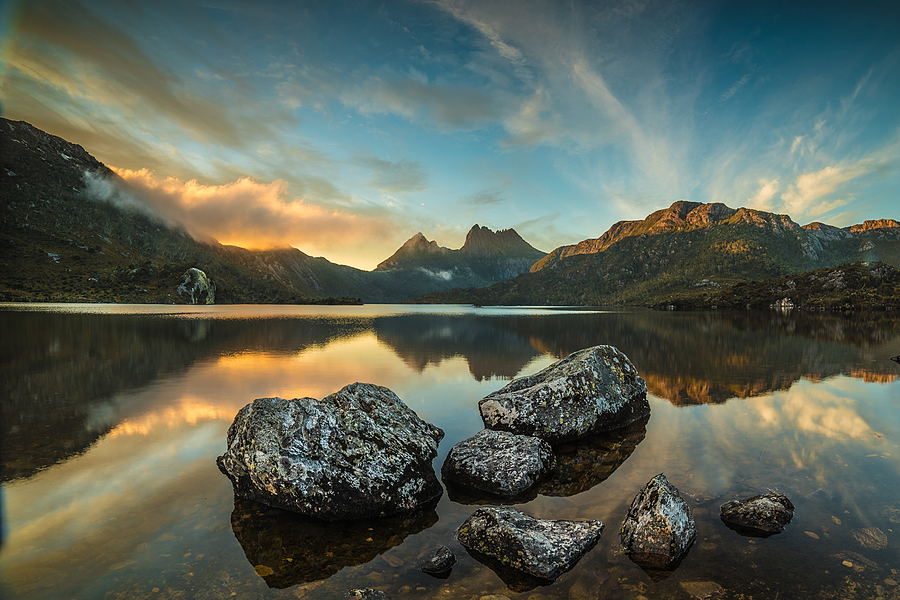 Dove lake at sunrise, 2 images stitched | ZEISS MILVUS 21MM F2.8 <br> Click image for more details, Click <b>X</b> on top right of image to close