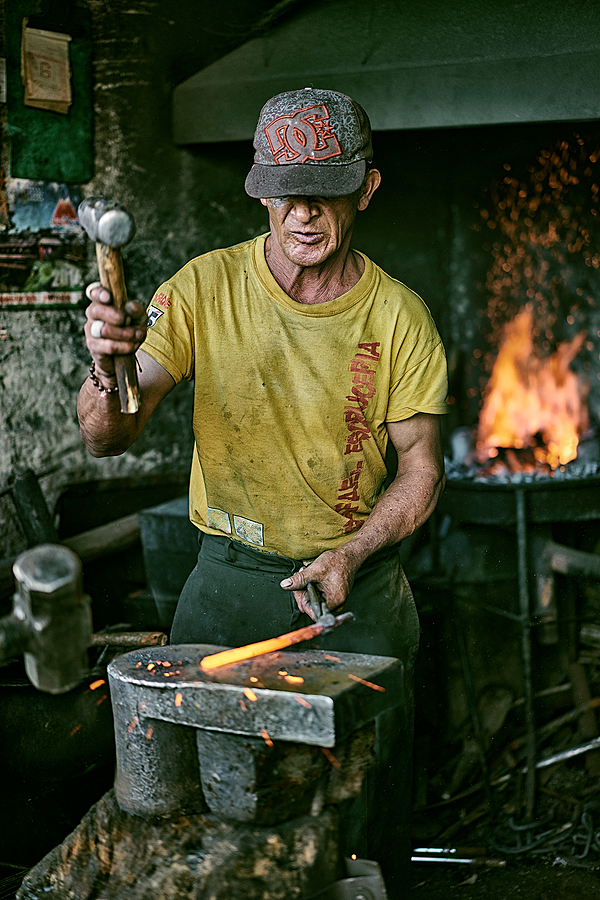 Blacksmith | ZEISS SONNAR 55MM F1.8 FE ZA <br> Click image for more details, Click <b>X</b> on top right of image to close
