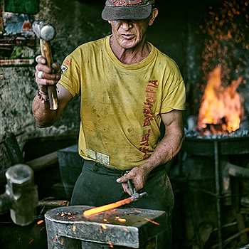 Blacksmith | ZEISS SONNAR 55MM F1.8 FE ZA