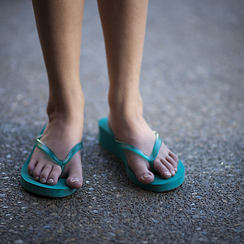 Toes and more toes | ZEISS ZA PLANAR 85MM F1.4