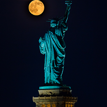 Starwberry Moon rising over the Statue of Liberty | LENS MODEL NOT SET