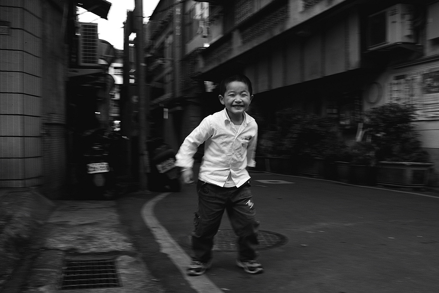 In the streets of Taipei | ZEISS DISTAGON F2.0 35MM <br> Click image for more details, Click <b>X</b> on top right of image to close