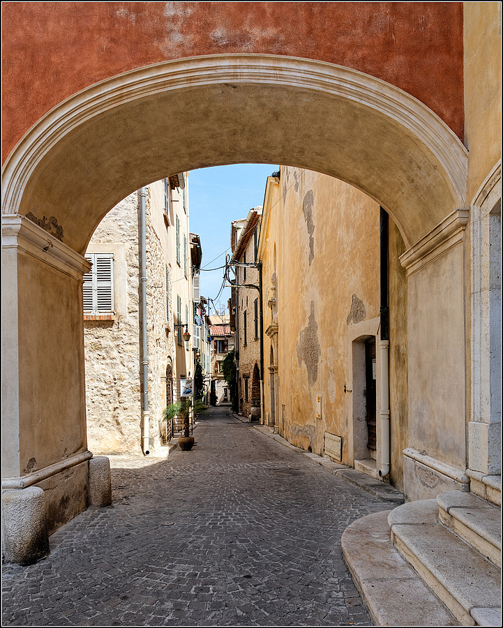 Rue Saint-Esprit, Antibes, Cote d'Azur | ZEISS DISTAGON F2.8 21MM <br> Click image for more details, Click <b>X</b> on top right of image to close